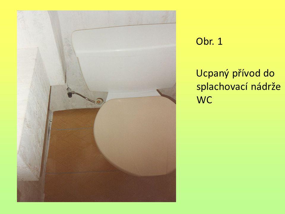 Obr. 1 Ucpaný přívod do splachovací nádrže WC