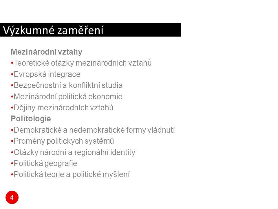 5 Profil absolventa Cílem čtyřletého doktorského studia je připravit vysoce kvalifikované odborníky schopné podílet se na základním i aplikovaném výzkumu na akademických pracovištích a vysokých školách, ale stejně tak se zapojit do práce ve veřejném sektoru, v analytických činnostech příslušných resortů státní správy a v různých typech masových médií či v soukromém sektoru v českém či mezinárodním prostředí.