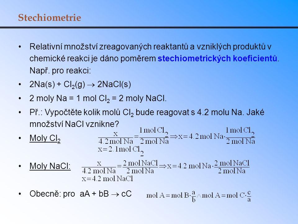 Stechiometrie Relativní množství zreagovaných reaktantů a vzniklých produktů v chemické reakci je dáno poměrem stechiometrických koeficientů. Např. pr