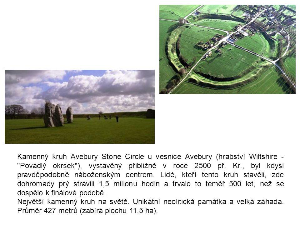 Kamenný kruh Avebury Stone Circle u vesnice Avebury (hrabství Wiltshire -