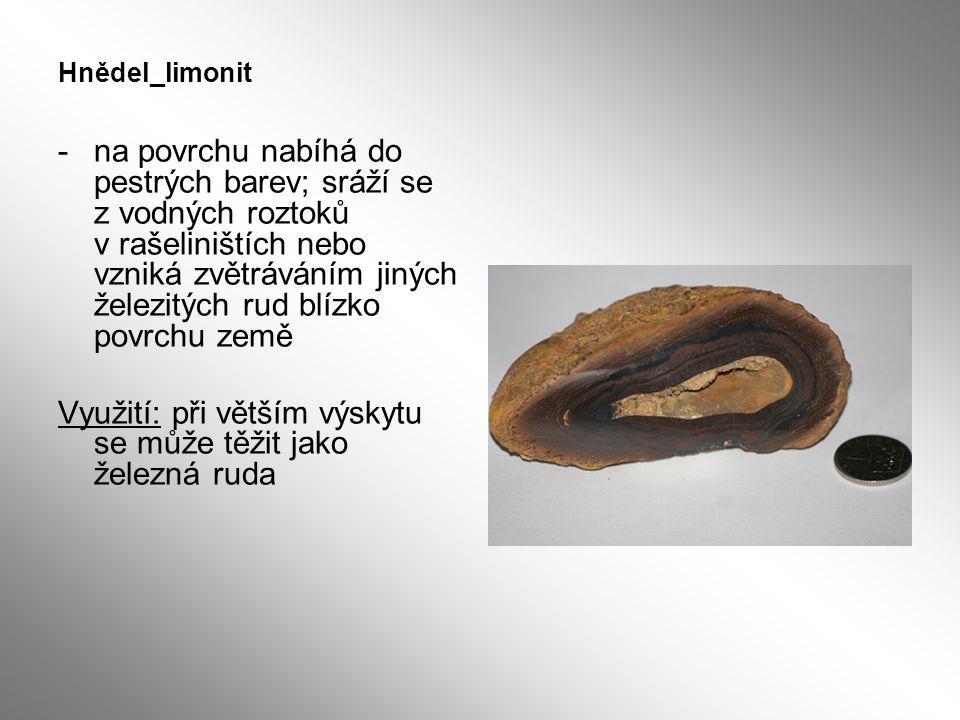 Hnědel_limonit -na povrchu nabíhá do pestrých barev; sráží se z vodných roztoků v rašeliništích nebo vzniká zvětráváním jiných železitých rud blízko p