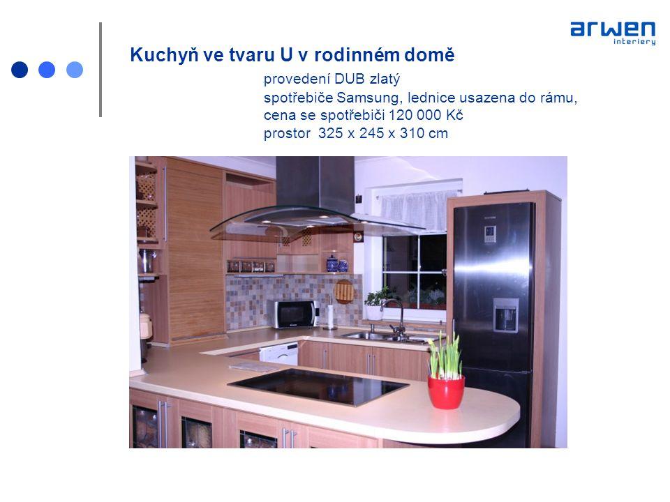 Kuchyň ve tvaru U v rodinném domě provedení DUB zlatý spotřebiče Samsung, lednice usazena do rámu, cena se spotřebiči 120 000 Kč prostor 325 x 245 x 3