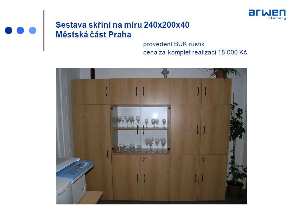 Kuchyň na míru součástí obývacího pokoje nábytek NESA provedení bílá, vysoký lesk cena bez spotřebičů 80 000 Kč prostor 8 m 2