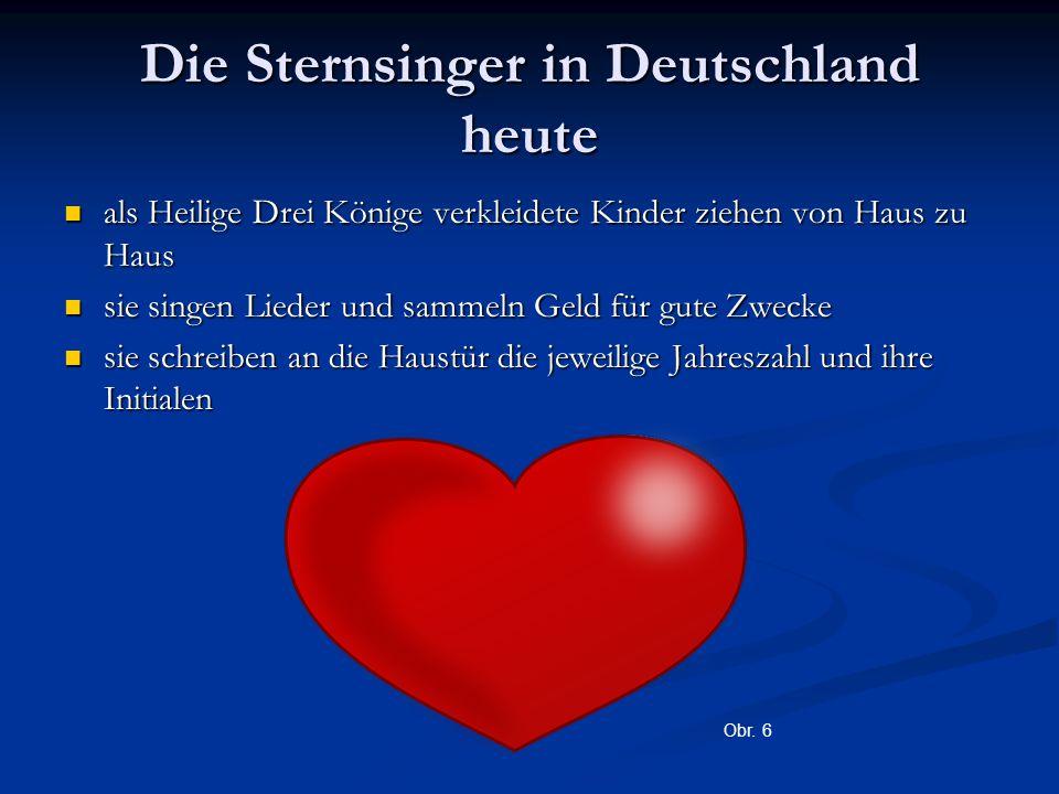 Die Sternsinger in Deutschland heute als Heilige Drei Könige verkleidete Kinder ziehen von Haus zu Haus als Heilige Drei Könige verkleidete Kinder zie