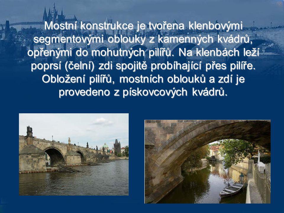 """Most má 16 oblouků nestejného rozpětí od 16,62 m (pod Staroměstskou věží) do 23,38 m (nad Kampou). """"Půdorys pilířů má rozměry 8,5až10,8 krát 24-25 m."""