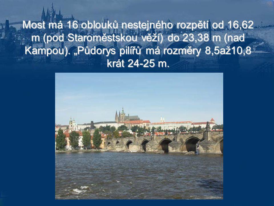 Most má 16 oblouků nestejného rozpětí od 16,62 m (pod Staroměstskou věží) do 23,38 m (nad Kampou).