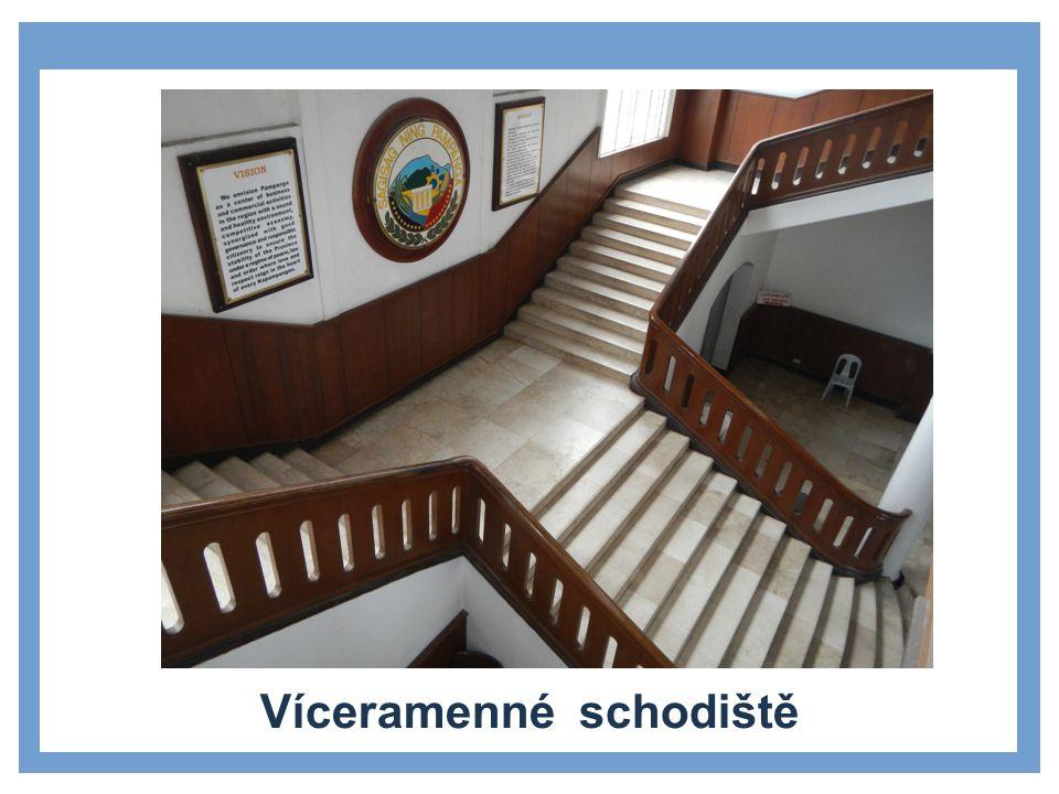 Víceramenné schodiště
