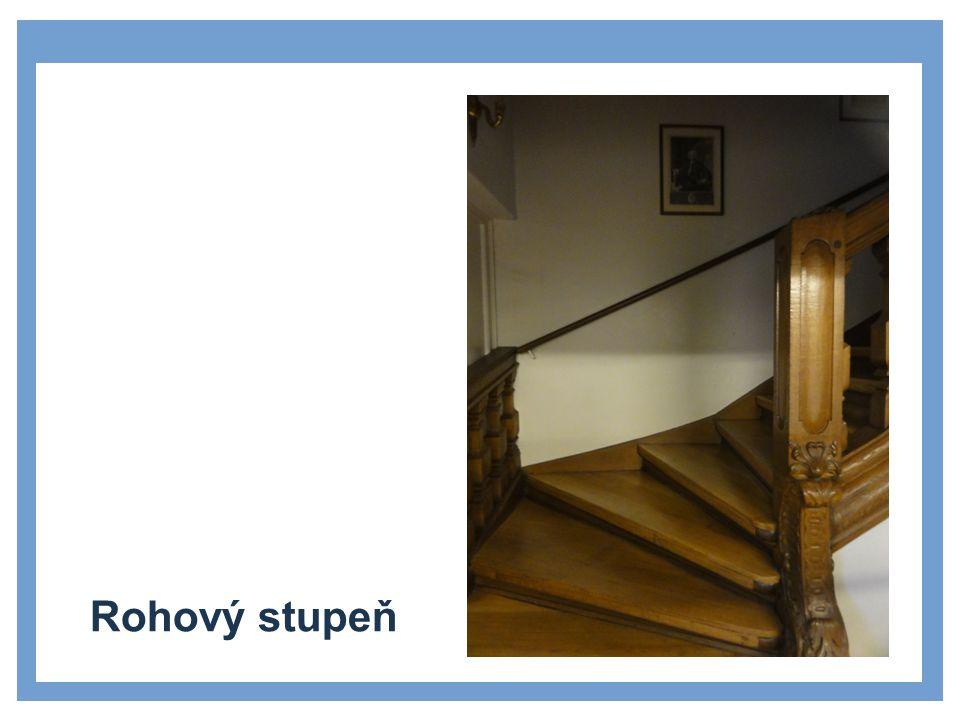 Venkovní přímočaré schodiště s mezipodestou