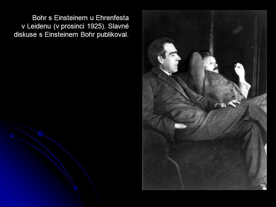 Bohr s Einsteinem u Ehrenfesta v Leidenu (v prosinci 1925). Slavné diskuse s Einsteinem Bohr publikoval.