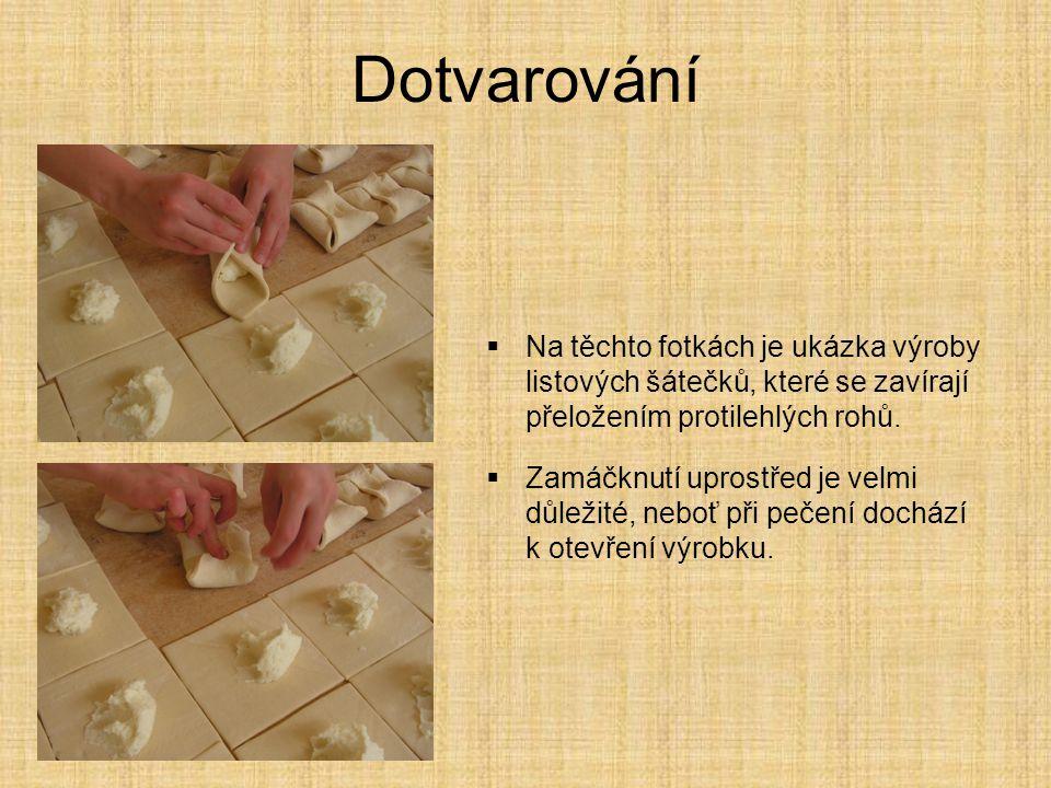Dotvarování  Na těchto fotkách je ukázka výroby listových šátečků, které se zavírají přeložením protilehlých rohů.  Zamáčknutí uprostřed je velmi dů