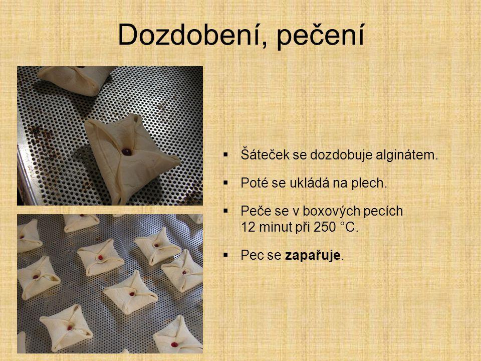 Dozdobení, pečení  Šáteček se dozdobuje alginátem.  Poté se ukládá na plech.  Peče se v boxových pecích 12 minut při 250 °C.  Pec se zapařuje.