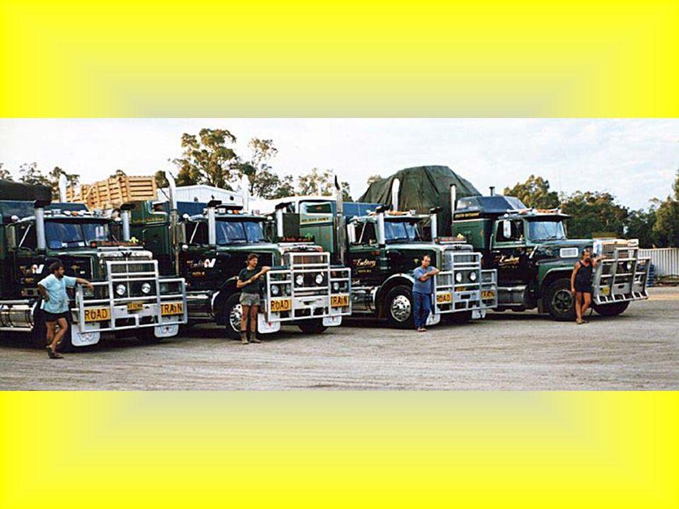Tři čtyřicetitunové kontejnery na cestě