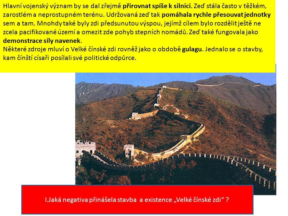 Velká čínská zeď se táhne napříč Čínou v křivce, která je podobná dračímu tělu.