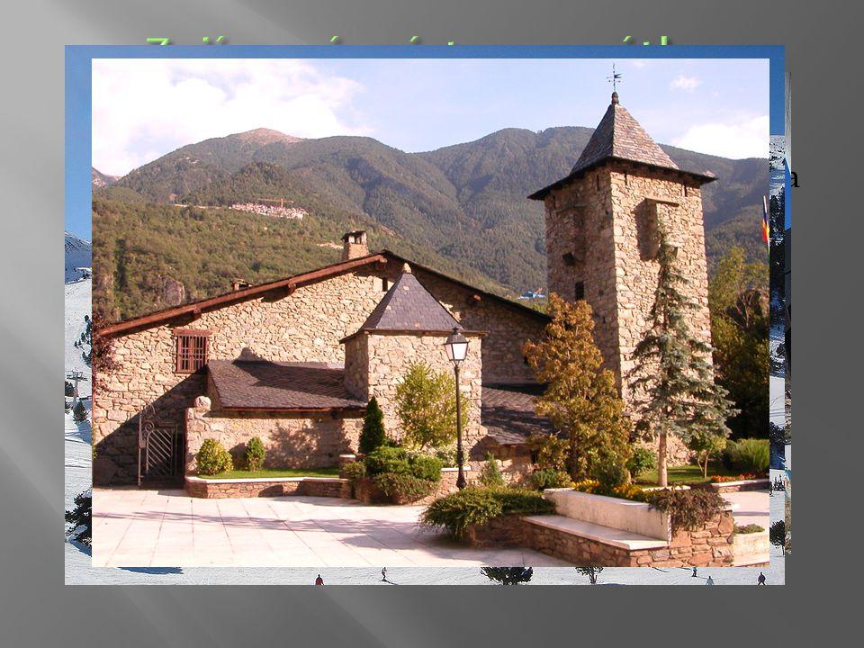  mezi památky patří nejstarší kamenná rotunda (11. až 12. stol.) či pozdně románský kostel Casa dela Vall  sirné lázně v Les Escales  v zimě lyžová
