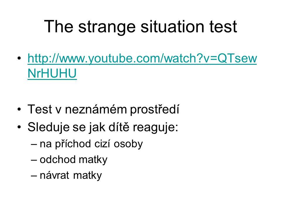 The strange situation test http://www.youtube.com/watch?v=QTsew NrHUHUhttp://www.youtube.com/watch?v=QTsew NrHUHU Test v neznámém prostředí Sleduje se