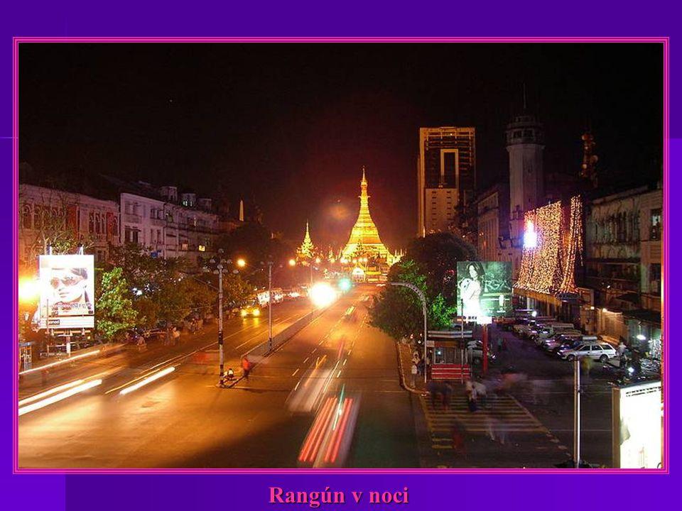 Rangún-Buddha CHAUKHTATGYI a jeho lůžko CHAUK HTAT
