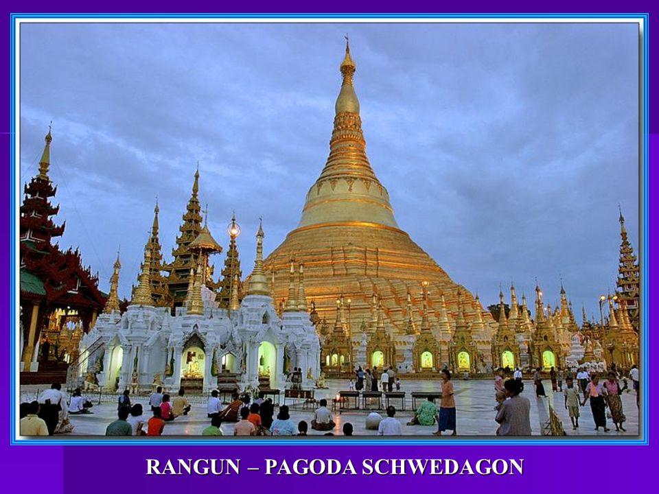 MANDALAY: Starobylé a bohatstvím překypující pagody.