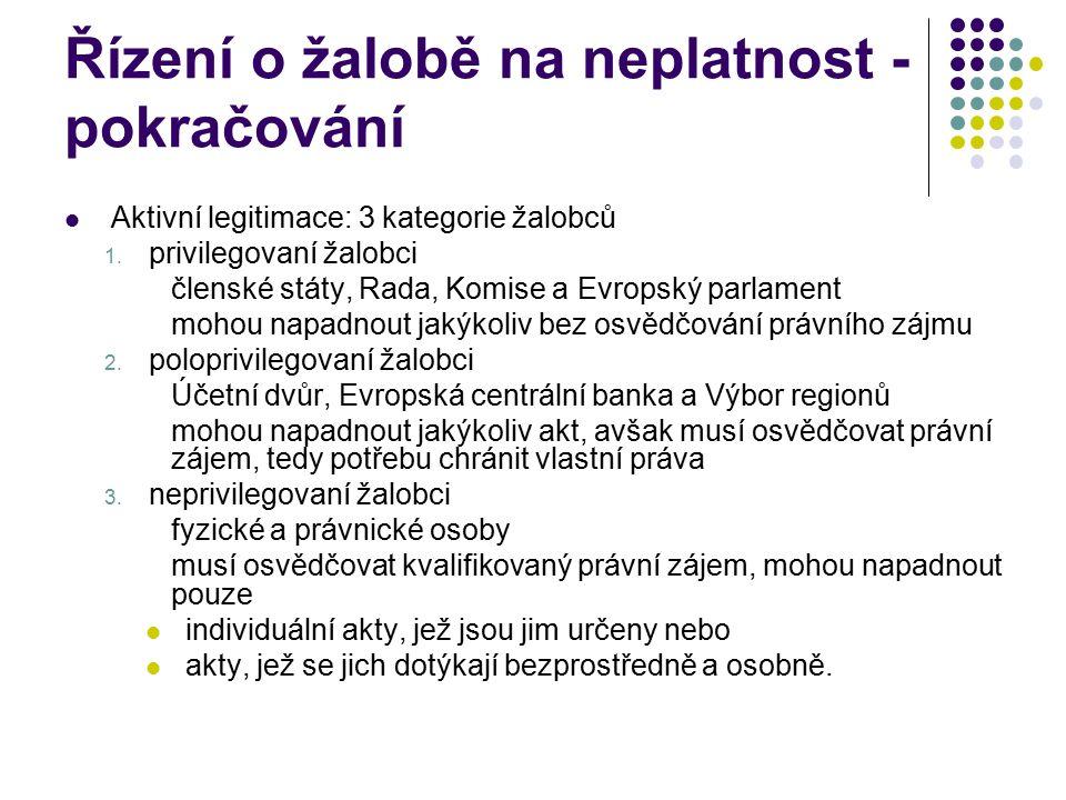 Řízení o žalobě na neplatnost - pokračování Aktivní legitimace: 3 kategorie žalobců 1. privilegovaní žalobci členské státy, Rada, Komise a Evropský pa