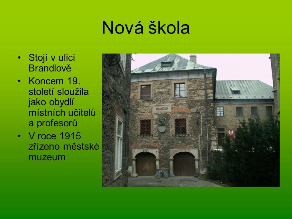 Nová škola Stojí v ulici Brandlově Koncem 19. století sloužila jako obydlí místních učitelů a profesorů V roce 1915 zřízeno městské muzeum