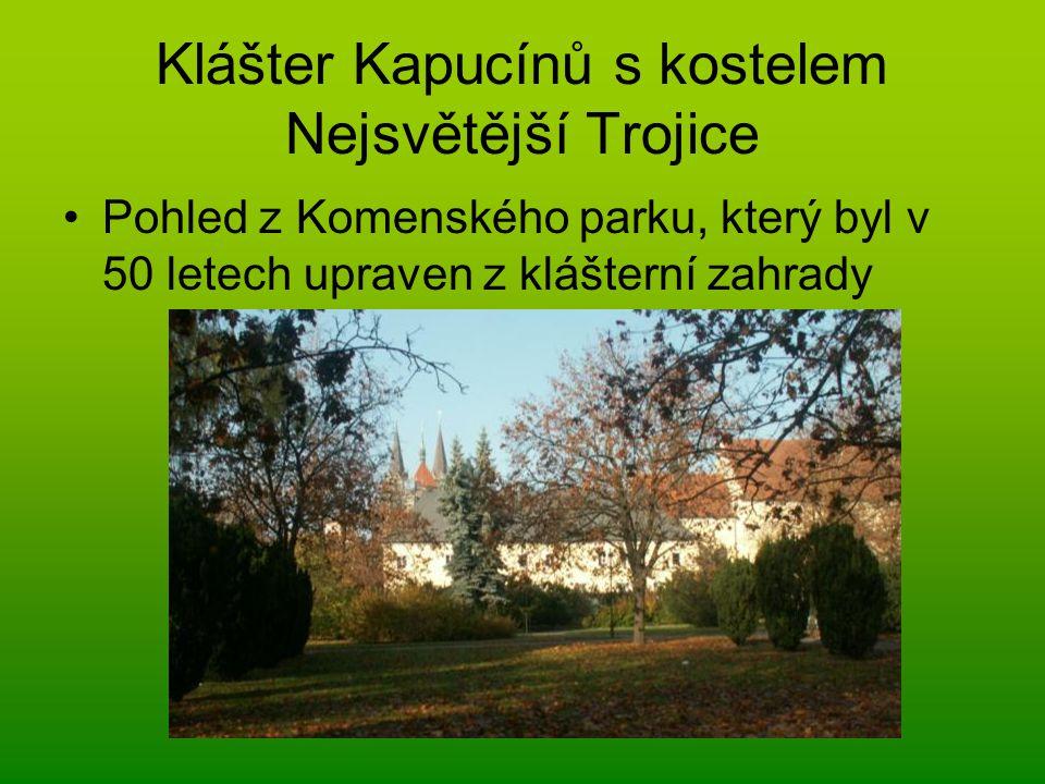 Klášter Kapucínů s kostelem Nejsvětější Trojice Pohled z Komenského parku, který byl v 50 letech upraven z klášterní zahrady