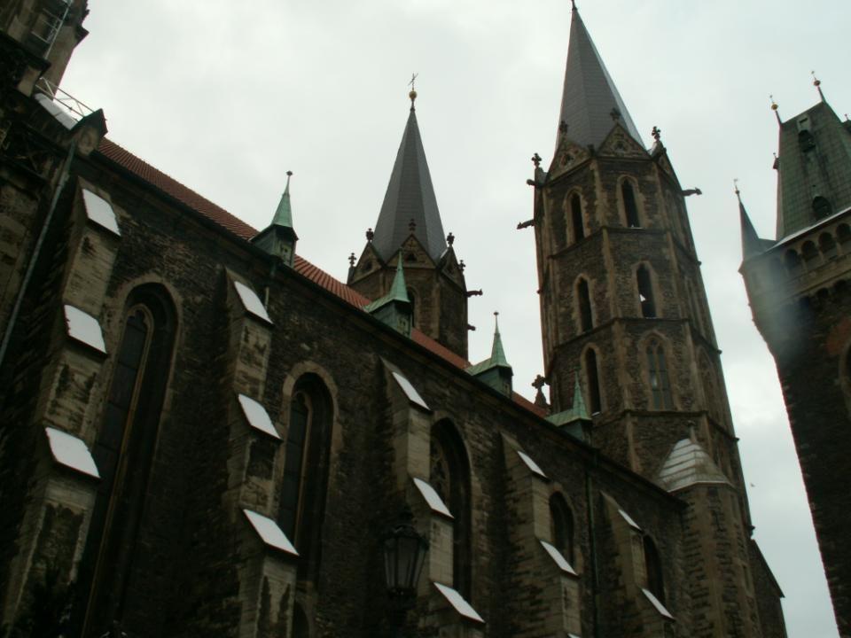 Socha sv.Jana Nepomuckého stojí u kostela sv.