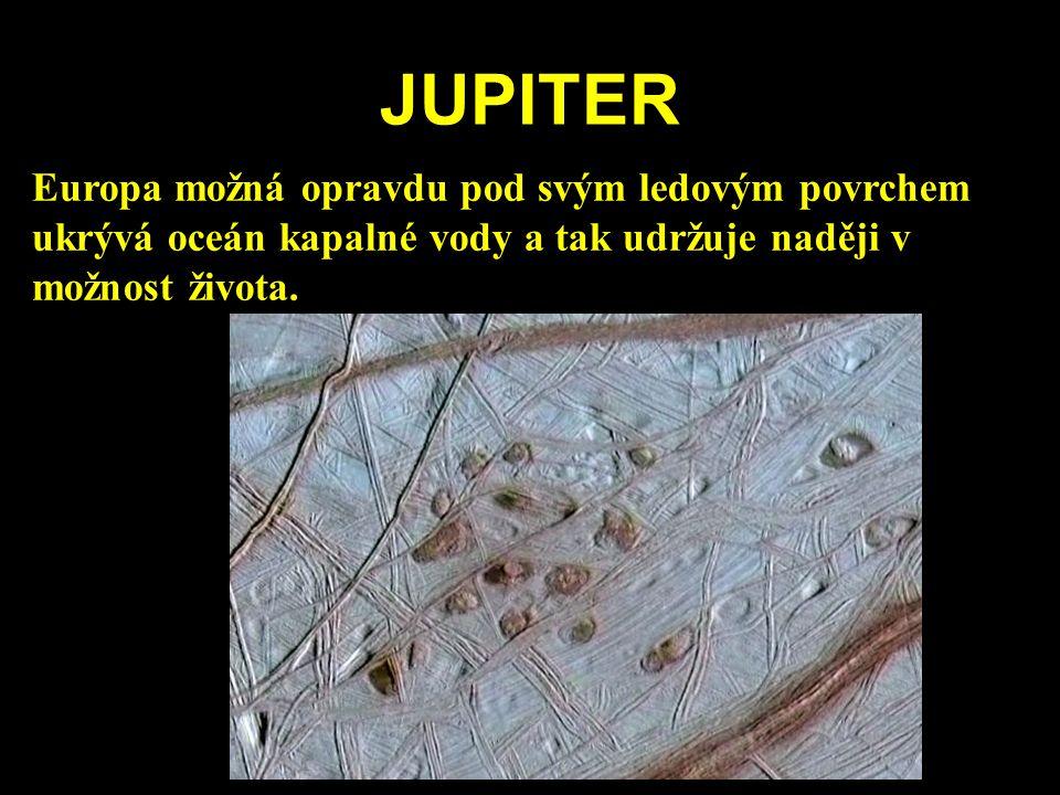 JUPITER Europa možná opravdu pod svým ledovým povrchem ukrývá oceán kapalné vody a tak udržuje naději v možnost života.
