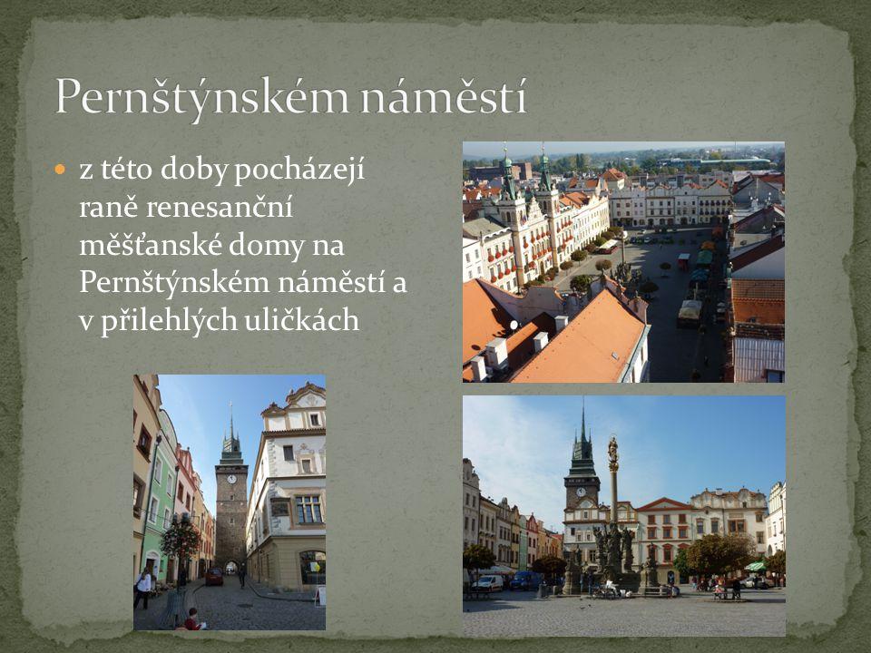 z této doby pocházejí raně renesanční měšťanské domy na Pernštýnském náměstí a v přilehlých uličkách