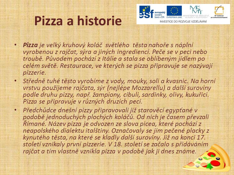 Pizza a historie Pizza je velký kruhový koláč světlého těsta nahoře s náplní vyrobenou z rajčat, sýra a jiných ingrediencí.