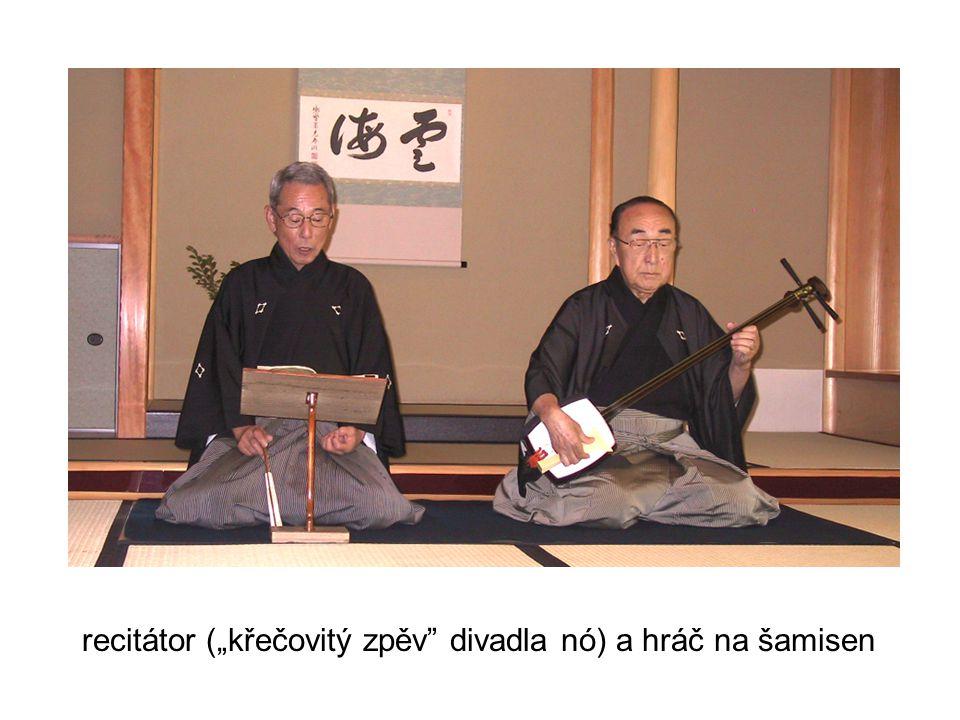 """recitátor (""""křečovitý zpěv"""" divadla nó) a hráč na šamisen"""