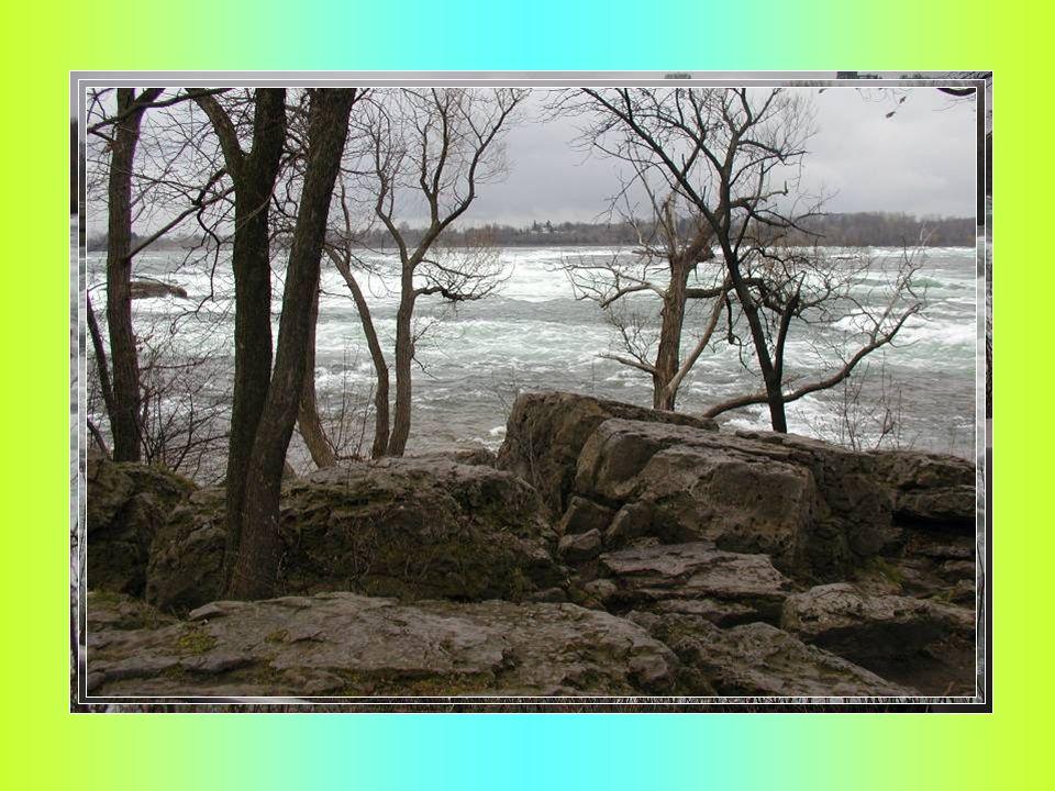 K Niagarským vodopádům se modlili již američtí indiáni. Francouzští misionáři, kteří je roku 1678 spatřili jako první Evropané, oněměli úžasem, když k