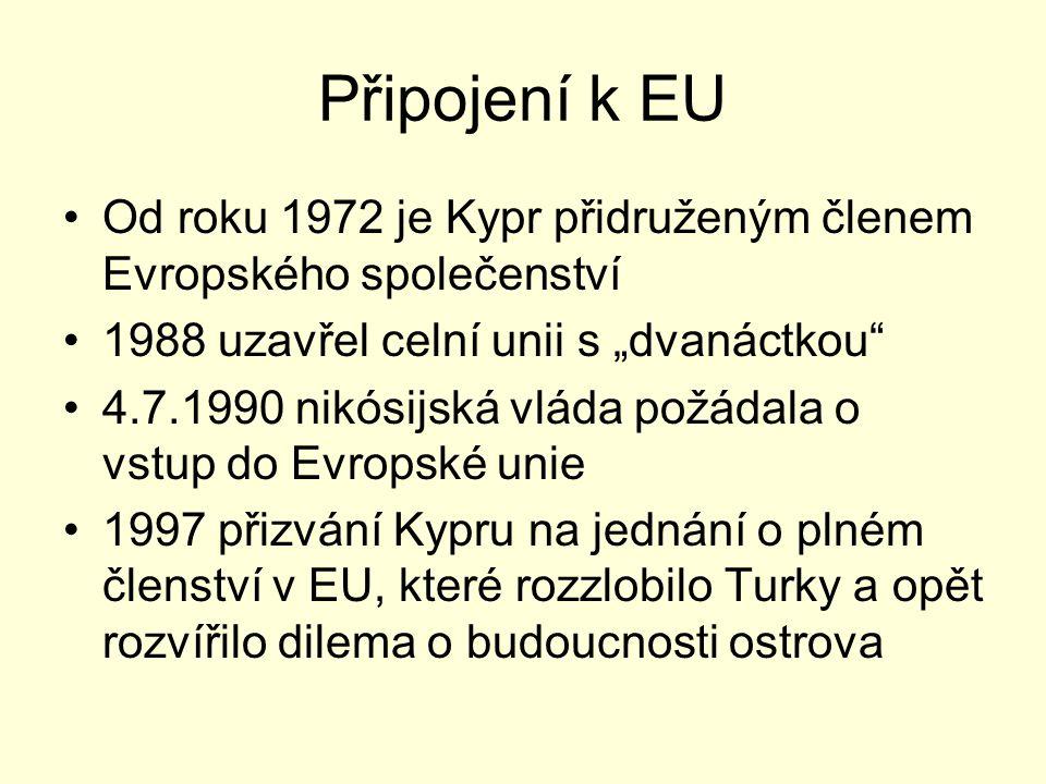 """Připojení k EU Od roku 1972 je Kypr přidruženým členem Evropského společenství 1988 uzavřel celní unii s """"dvanáctkou"""" 4.7.1990 nikósijská vláda požáda"""