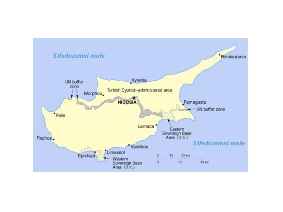 """Pohled do historie:  po celá tisíciletí ostrov osídlen Řeky, ale nikdy nepatřil k Řecku  1571 ostrov si podrobili osmanští Turci  od r.1878 Kypr pod správou britské koruny  1955 """"malá krvavá válka proti Velké Británii a Turecku vedená řeckou nacio."""