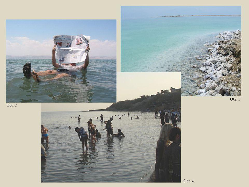 TURECKO Leží na obou kontinentech, evropská část je od asijské oddělena úžinami Bospor a Dardanely a Marmarským mořem.