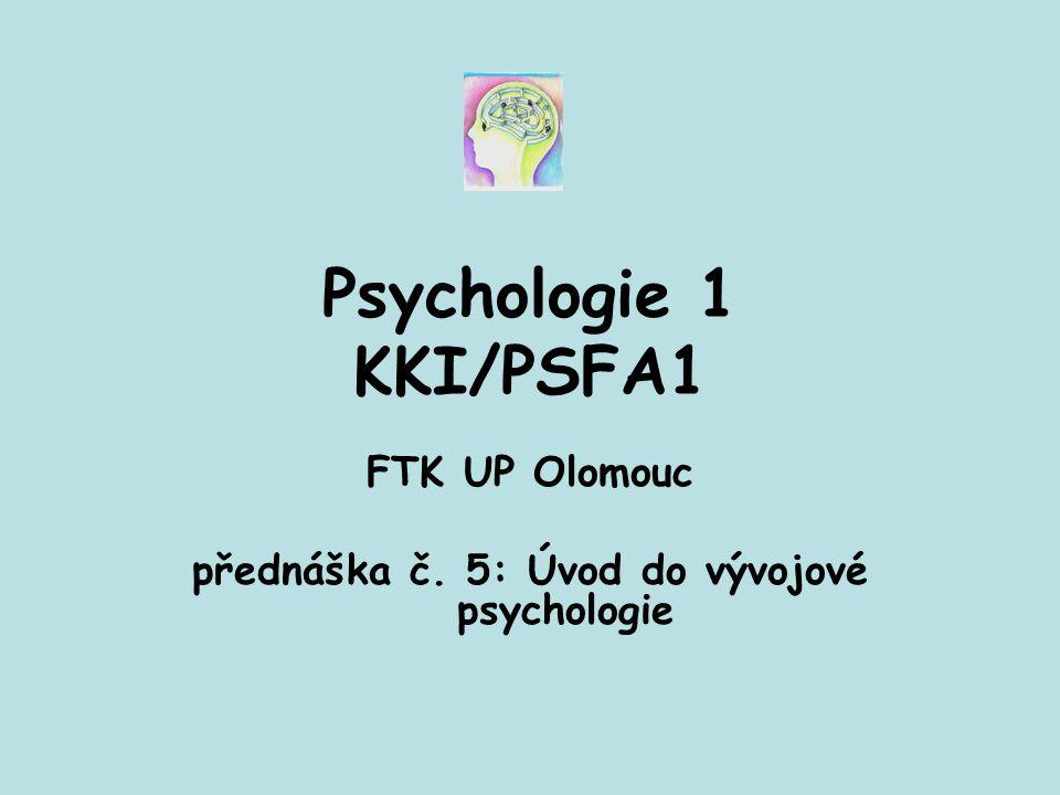 Obecné znaky psychického vývoje 1.Psychický vývoj: zákonitý proces, na sebe navazující vývojové fáze; pořadí fází vývoje je neměnné 2.Celistvý proces, zahrnuje psychickou i somatickou složku 3.Proces typických proměn 4.Nebývá zcela plynulý a rovnoměrný (střídání období rychlejšího a pomalejšího tempa vývoje a fází stabilizace)