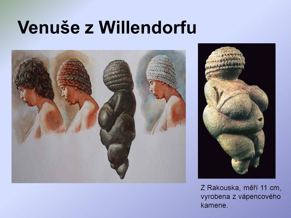 Venuše z Willendorfu Z Rakouska, měří 11 cm, vyrobena z vápencového kamene.