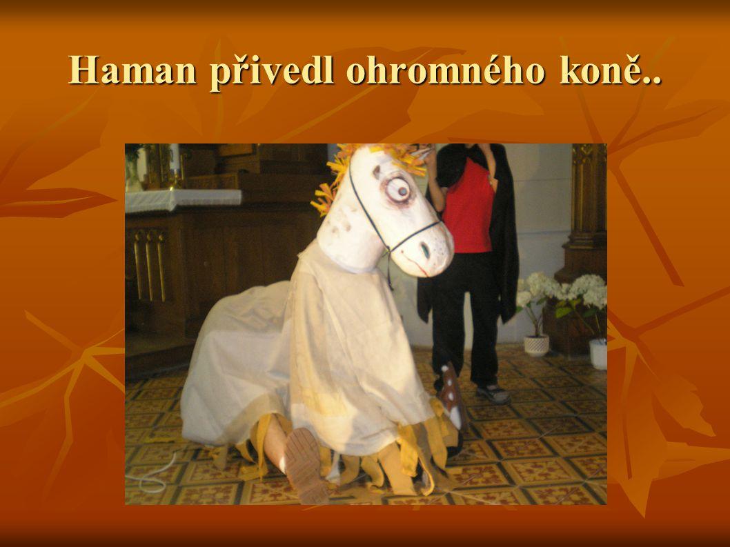 Haman přivedl ohromného koně..