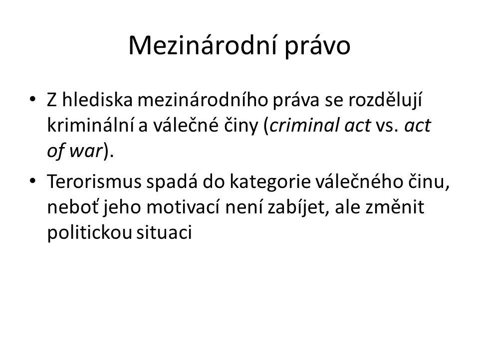 Mezinárodní právo Z hlediska mezinárodního práva se rozdělují kriminální a válečné činy (criminal act vs.