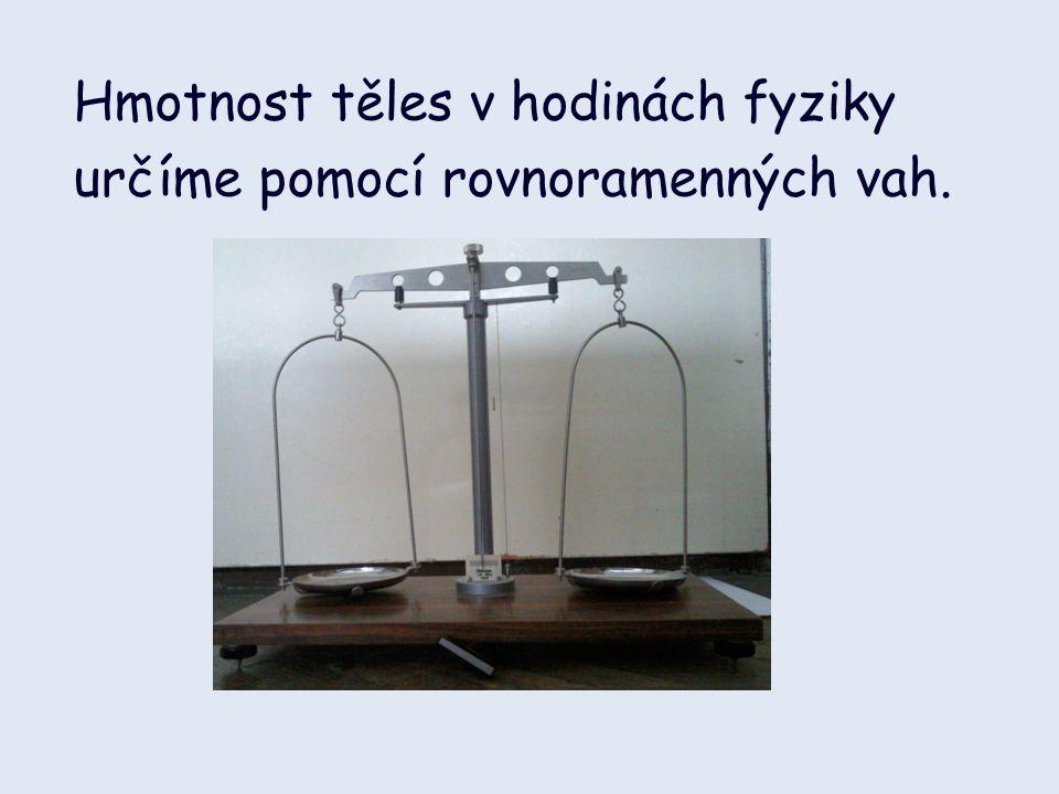 Hmotnost těles v hodinách fyziky určíme pomocí rovnoramenných vah.