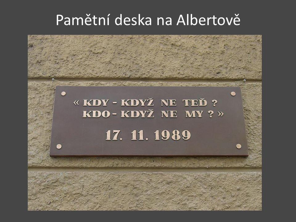 Pamětní deska na Albertově