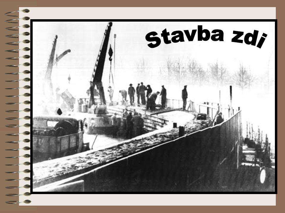 Stavba zdi V noci z 12. na 13. srpna 1961 obsadily ozbrojené síly NDR (armáda, policie, pohraniční stráž a jednotky podnikových milicí) hranice k Zápa