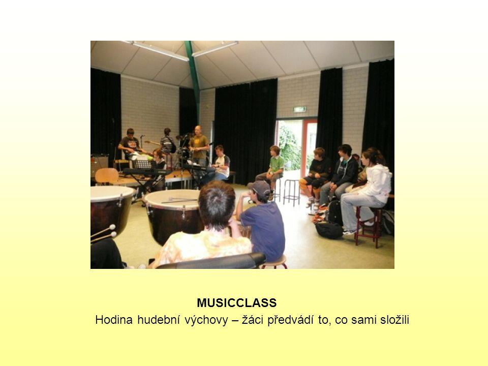 MUSICCLASS Hodina hudební výchovy – žáci předvádí to, co sami složili