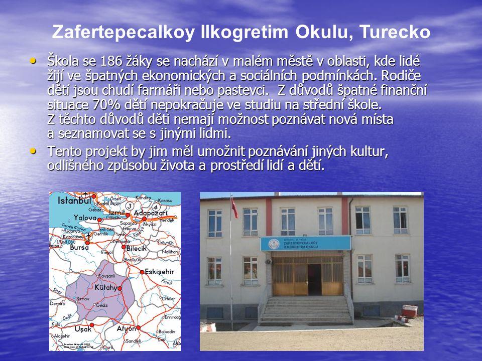 Zafertepecalkoy Ilkogretim Okulu, Turecko Škola se 186 žáky se nachází v malém městě v oblasti, kde lidé žijí ve špatných ekonomických a sociálních po