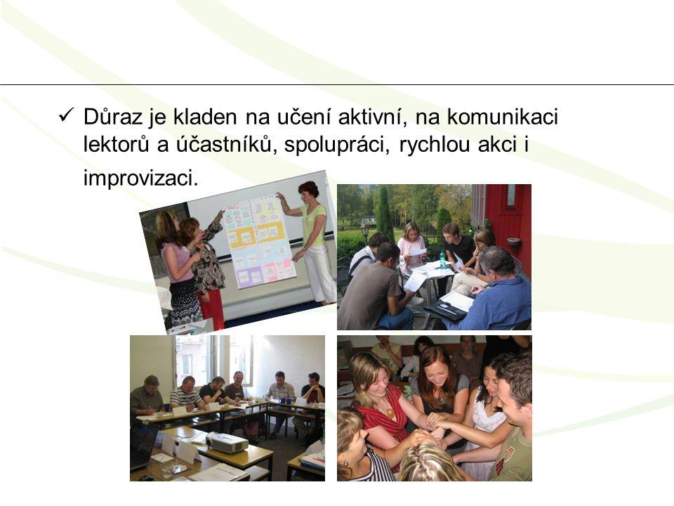 Důraz je kladen na učení aktivní, na komunikaci lektorů a účastníků, spolupráci, rychlou akci i improvizaci.