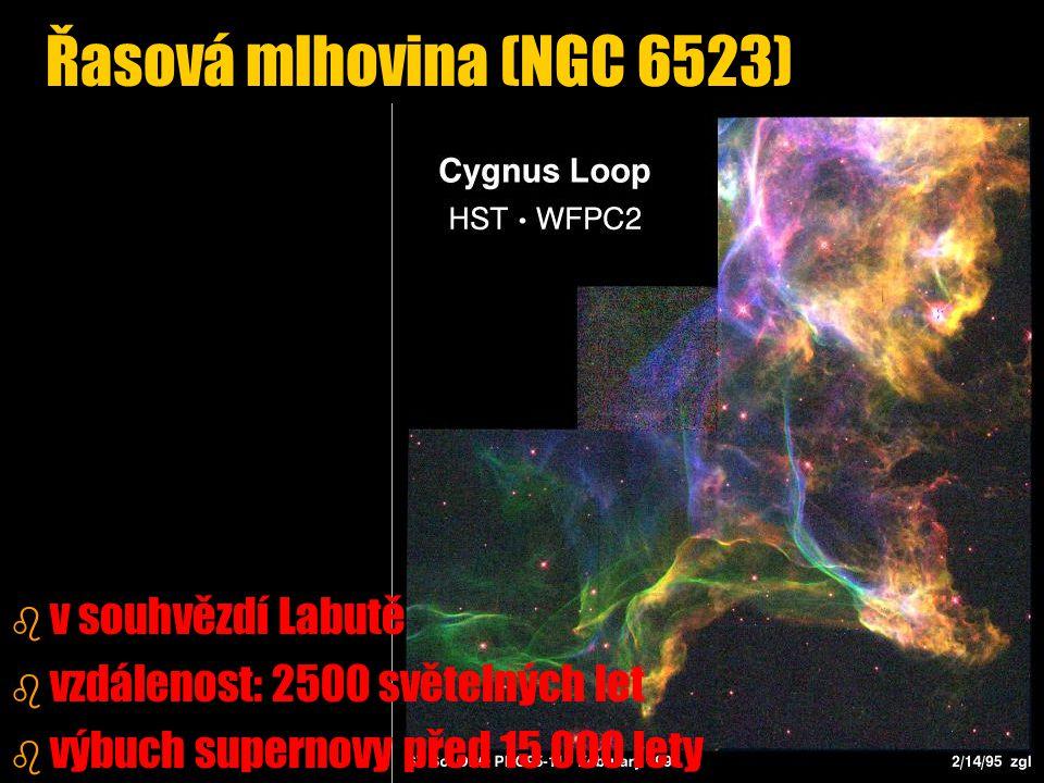 b b v souhvězdí Labutě b b vzdálenost: 2500 světelných let b b výbuch supernovy před 15 000 lety Řasová mlhovina (NGC 6523)