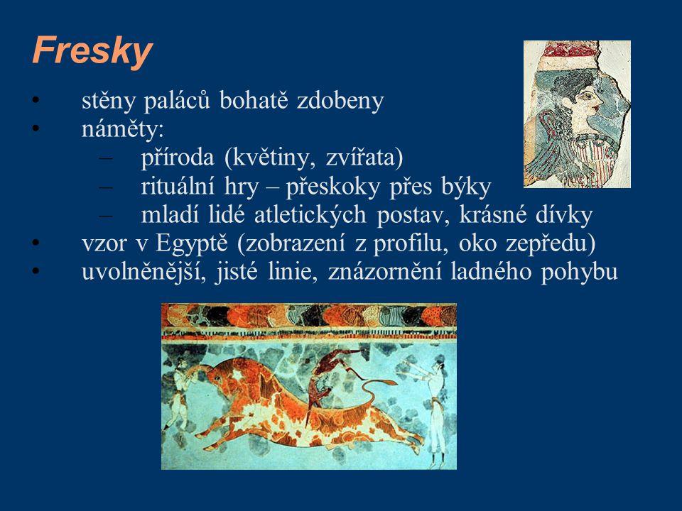Fresky stěny paláců bohatě zdobeny náměty: –příroda (květiny, zvířata) –rituální hry – přeskoky přes býky –mladí lidé atletických postav, krásné dívky