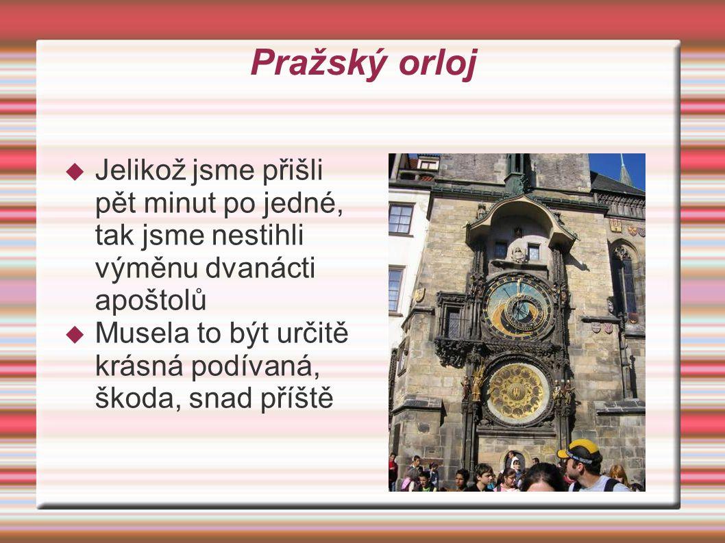 Karlův most  Ano poznali jste dobře je to Karlův most, který vede přes řeku Vltavu  Na mostě je spousta různých obchodníků kteří prodávájí různé suvenýry a šperky