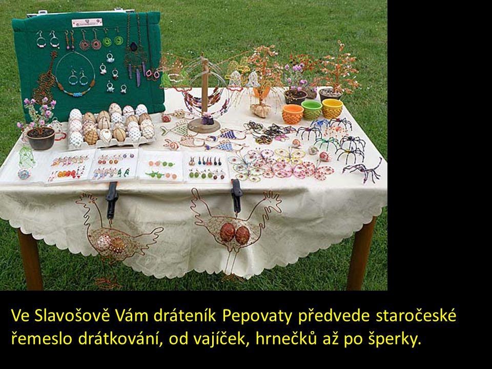Ve Slavošově Vám dráteník Pepovaty předvede staročeské řemeslo drátkování, od vajíček, hrnečků až po šperky.