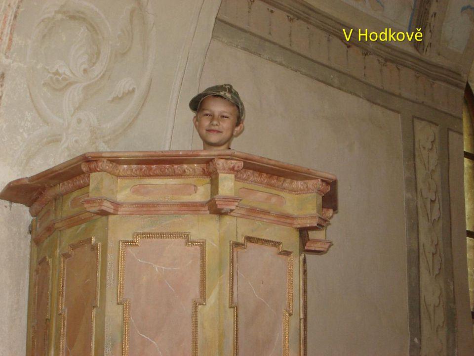 V Bohdanči je k vidění rozhledna Bohdanka, palírna společnosti Zelená Bohdaneč s prodejnou, a na kontrole otevřený kostel (14 a 23 km)