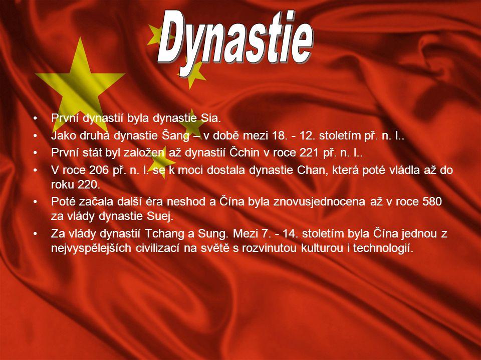 První dynastií byla dynastie Sia. Jako druhá dynastie Šang – v době mezi 18. - 12. stoletím př. n. l.. První stát byl založen až dynastií Čchin v roce