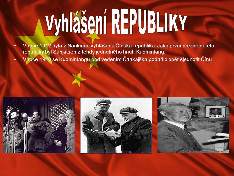 V roce 1912 byla v Nankingu vyhlášená Čínská republika. Jako první prezident této republiky byl Sunjatsen z tehdy jednotného hnutí Kuomintang. V roce